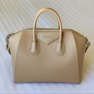 GIVENCHY Antigona Medium Nude